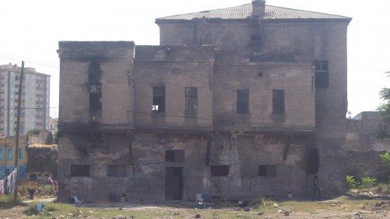 Ş.Nazımbey Mah. / 12256 Ada 1 Parsel / Melikgazi Jandarma Konağı